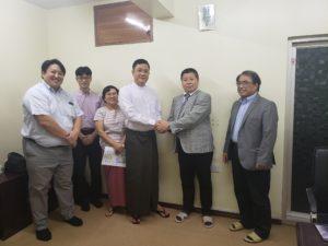 ミャンマー送り出し機関と愛知人財育成事業協同組合両理事長の調印式